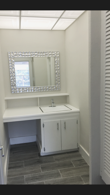 The Dagny: 1 Bedroom with Balcony, Bath Vanity